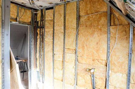 isoler un garage pour faire une chambre installer l électricité dans les combles