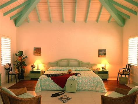 Bedroom Inspiration With Tropical Design