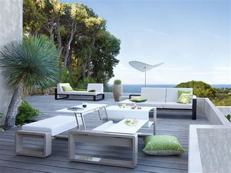 Adding a fire pit to your outdoor setup? Modern Outdoor Furniture for Beautiful Patio - Traba Homes