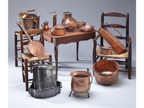 une et trois chaises trois fauteuils une chaise et un tabouret rustiques