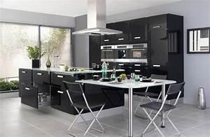 Une cuisine noire pour une deco lumineuse travauxcom for Idee deco cuisine avec cuisine avec carrelage gris clair