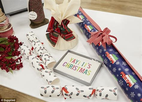 Gift Wrapping Expert Reveals How Wrap Christmas Presents