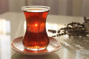 Tee Im Glas : ein glas t rkischer schwarzer tee stockbild bild von aroma getr nke 63518153 ~ Markanthonyermac.com Haus und Dekorationen