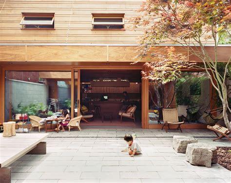 courtyards bring indooroutdoor living   modern homes dwell