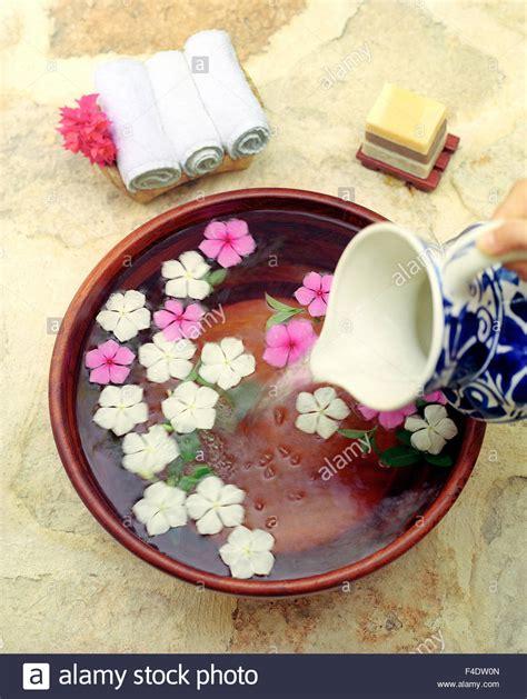 piede fiori un piede lavare messicano con fiori di mirto e fiori d
