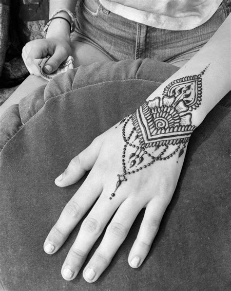 The 25+ best Side hand tattoos ideas on Pinterest | Finger tattoos, Finger tats and Small hand
