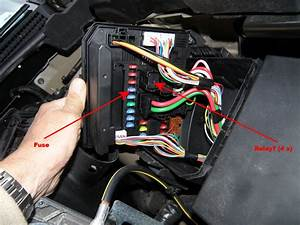 Nissan Qashqai  Removing Headlight Relays