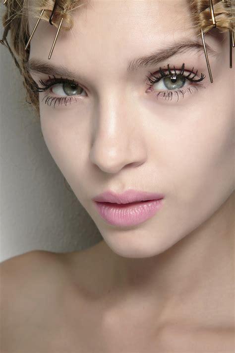 Comment maquiller des yeux trop petits ? . Marie France magazine féminin