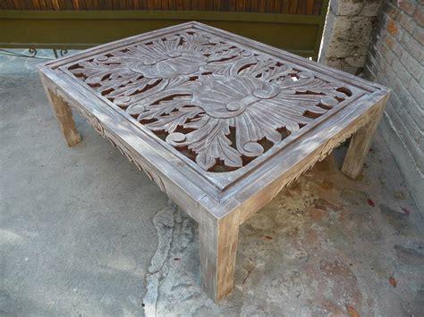 mesa vintage de centro tallada en madera cdecapado