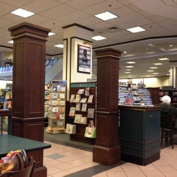 barnes and noble tucson barnes noble booksellers 14 photos 34 reviews
