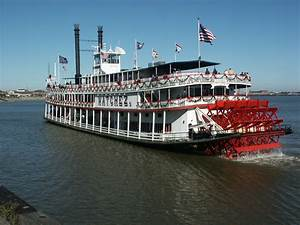 Steamboat NATCHEZ Hosts Annual Sailing with Santa Cruise