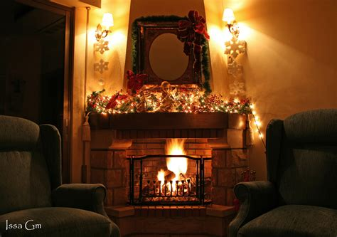 christmas mantle garland file christmas fireplace jpg wikipedia