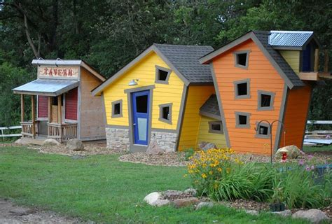 roof clubhouses and birdhouses cool ideas
