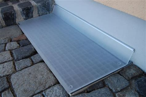 regenschutz lichtschacht selber bauen acrylglasplatten regenschutz lichtschachtabdeckungen kellerschacht kellerrost nachruesten