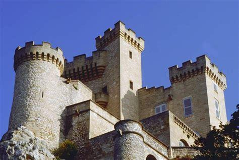 chambres d hotes avignon le château de la barben avignon et provence