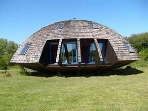 villa insolite de type domespace maison ronde en bois With maison bois ronde tournante