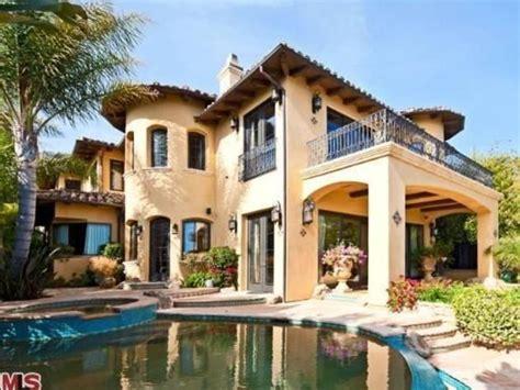 Brad Garrett's Malibu Home: Elegant Exterior
