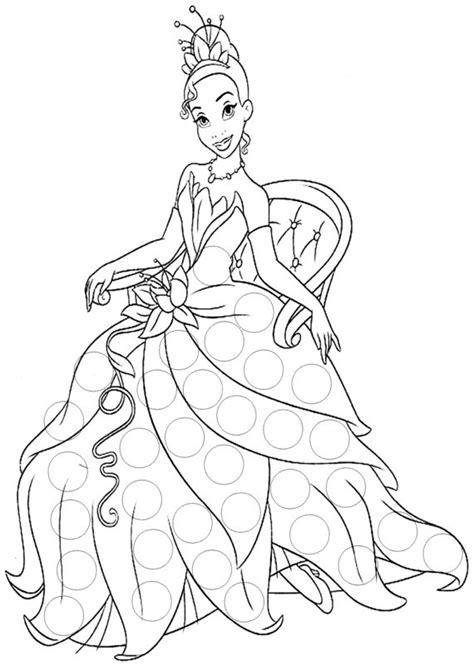 coloriage la princesse tiana assise sur une chaise