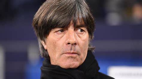 Eski bir profesyonel futbolcu olan joachim löw, futbol kariyerine nokta koyduktan sonra teknik direktörlük. Jogi Löw: Ist er schon wieder Single?