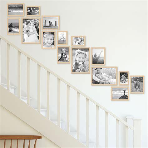 schlafzimmer ideen wandgestaltung fotowand bilderwand treppenhaus 15er bilderrahmen set modern