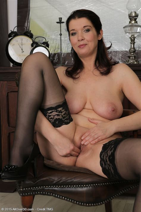 Mature Pictures Featuring 38 Year Old Fernanda Jerson From Allover30