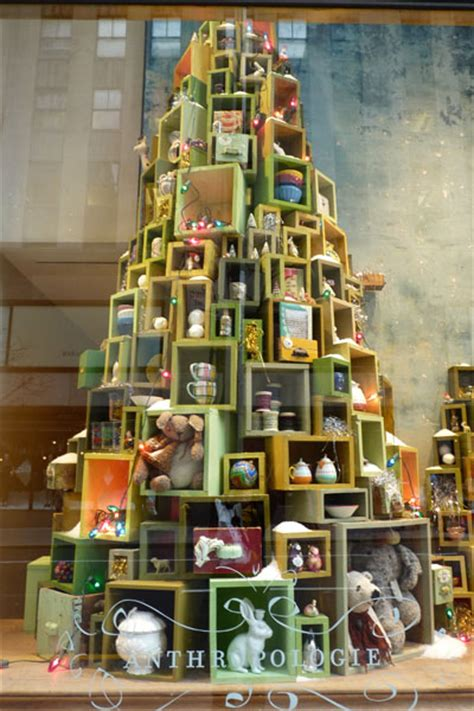 5 cheap holiday window display ideas that will fill your