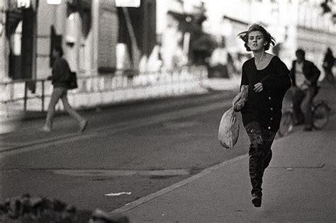 si鑒e sarajevo 20 anni fa la ragazza che corre piuzzi