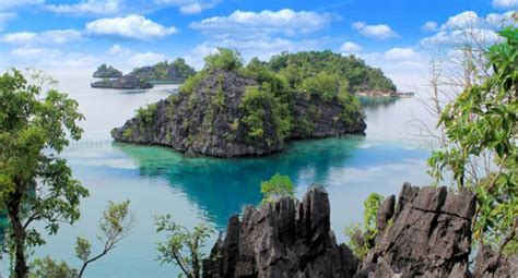 southeast sulawesi  glance