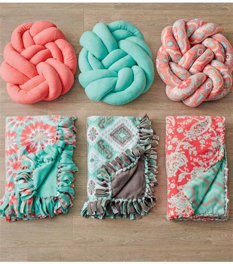 hottest modern trend diy knot pillows