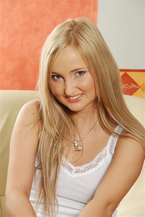 Attractive And Good Looking Solo Teen Is Fingering Her