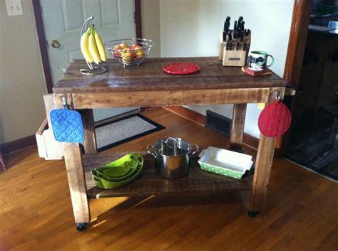 cedar kitchen island 17 best images about kitchen rolling cart on 2033