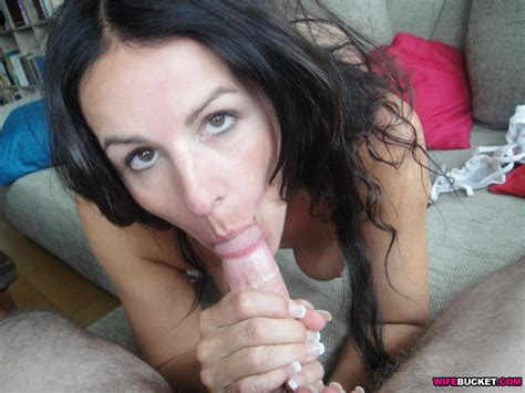 Wifebucket Cheating Milf Giving Awesome Blowjobs