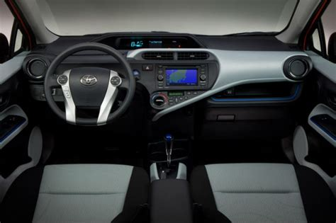 toyota prius  overview
