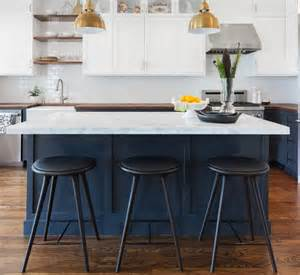 island chairs kitchen black and white bar stools how to choose and use them