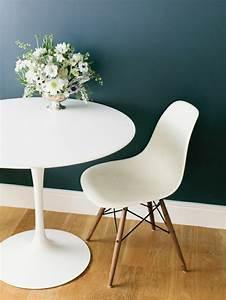 Chaise Blanche Plastique : la chaise plastique un meuble moderne pour la maison ~ Teatrodelosmanantiales.com Idées de Décoration