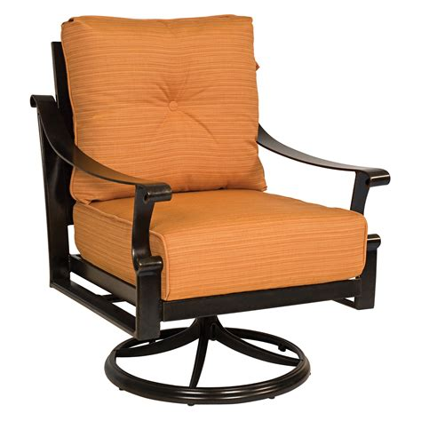 The swivel rocker chair works by having a 360° swivel mechanism meaning that the sitter can rock from side to side in a circular motion. Woodard Bungalow Cushion Swivel Rocker Lounge Chair ...