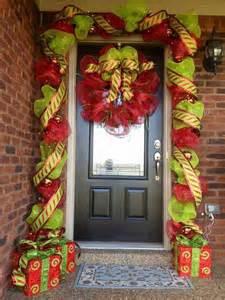 front door decorating ideas for christmas inspiring christmas front door decoration ideas trendy mods com