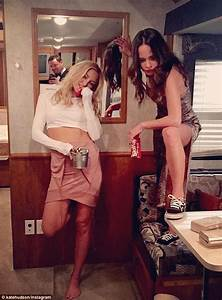 kate hudson channels almost famous39 penny lane in With how to lose a guy in 10 days bathroom