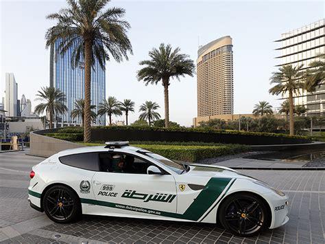 Los Autos Lujosos De La Policía De Dubái  Locos Por Los Autos