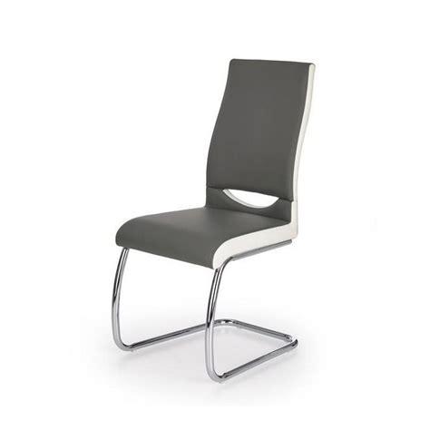 Découvrez notre très large choix accessible pour toutes les bourses et tous les goûts. Chaise grise et ses pieds luge pour une belle salle à ...