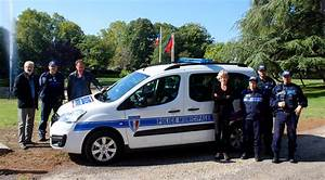 Nouvelle Voiture De Police : pont saint esprit une nouvelle voiture pour la police municipale objectif gard ~ Medecine-chirurgie-esthetiques.com Avis de Voitures