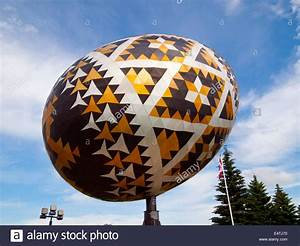 The Vegreville Egg, a giant (world's largest) sculpture of ...