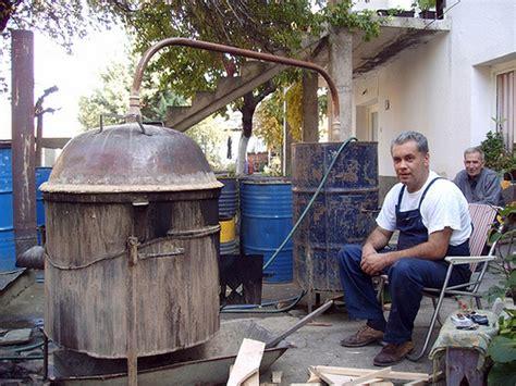 cuisine des balkans rakija eau de vie institution et rituel convival des