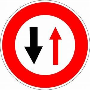 Véhicule Prioritaire Code De La Route : panneau de c dez le passage la circulation venant en sens inverse en france wikip dia ~ Medecine-chirurgie-esthetiques.com Avis de Voitures