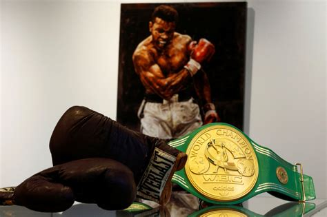 Muhammad Ali Collectibles Likely to Garner Knockout Prices