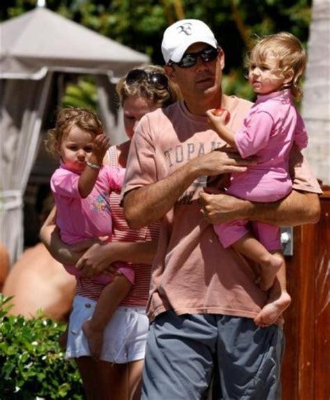 si鑒e auto 2 ans et demi les jumelles myla charlene federer âgées de 2 ans et demi filles de roger federer les célébrités enceintes et leurs enfants