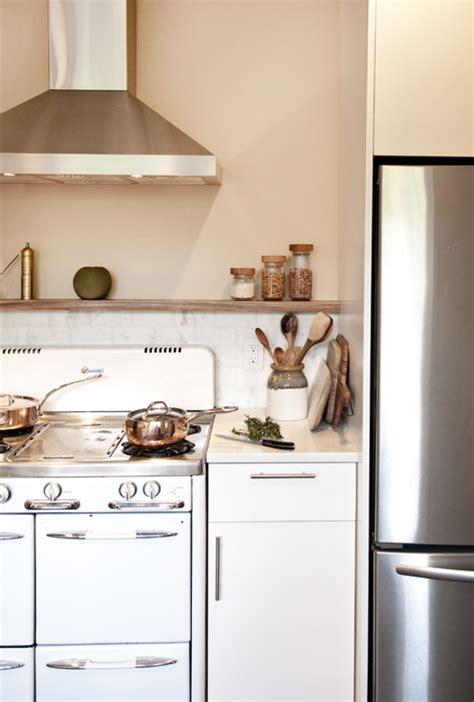 Kitchen Beige Backsplash Design Ideas