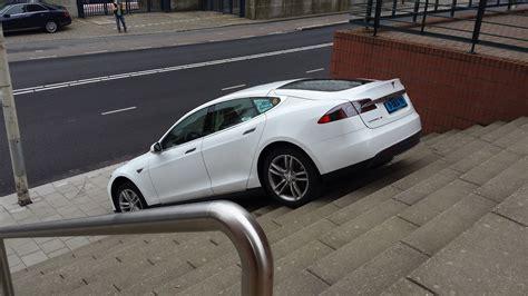 Does The Tesla Autopilot Feature Strike Again? Your Guess