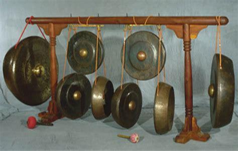Alat musik daerah jawa tengah yang berikutnya adalah kenong. 10 Alat Musik Tradisional Jawa Tengah, Gambar, dan Keterangannya