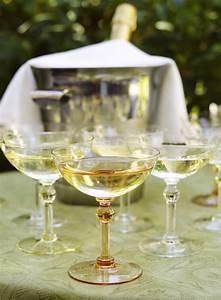 Coupe à Champagne : spicer bank by allison egan champagne coupes a very quick history ~ Teatrodelosmanantiales.com Idées de Décoration